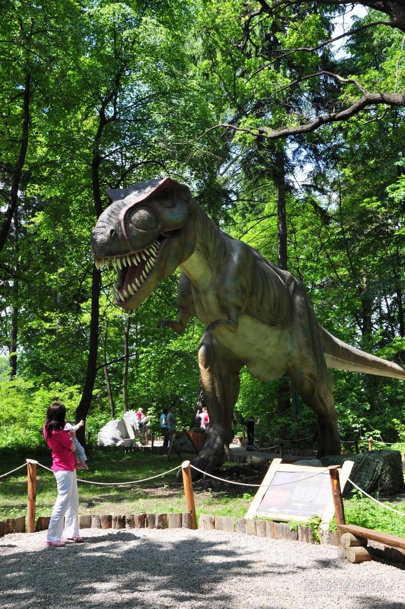 W których parkach poruszają się dinozaury?
