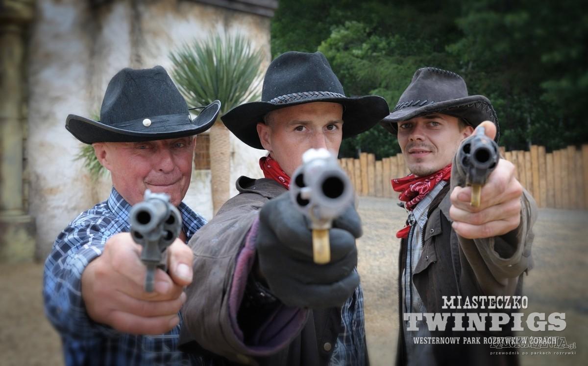 Miasteczko Twinpigs kusi turystów profesjonalnymi pokazami westernowymi