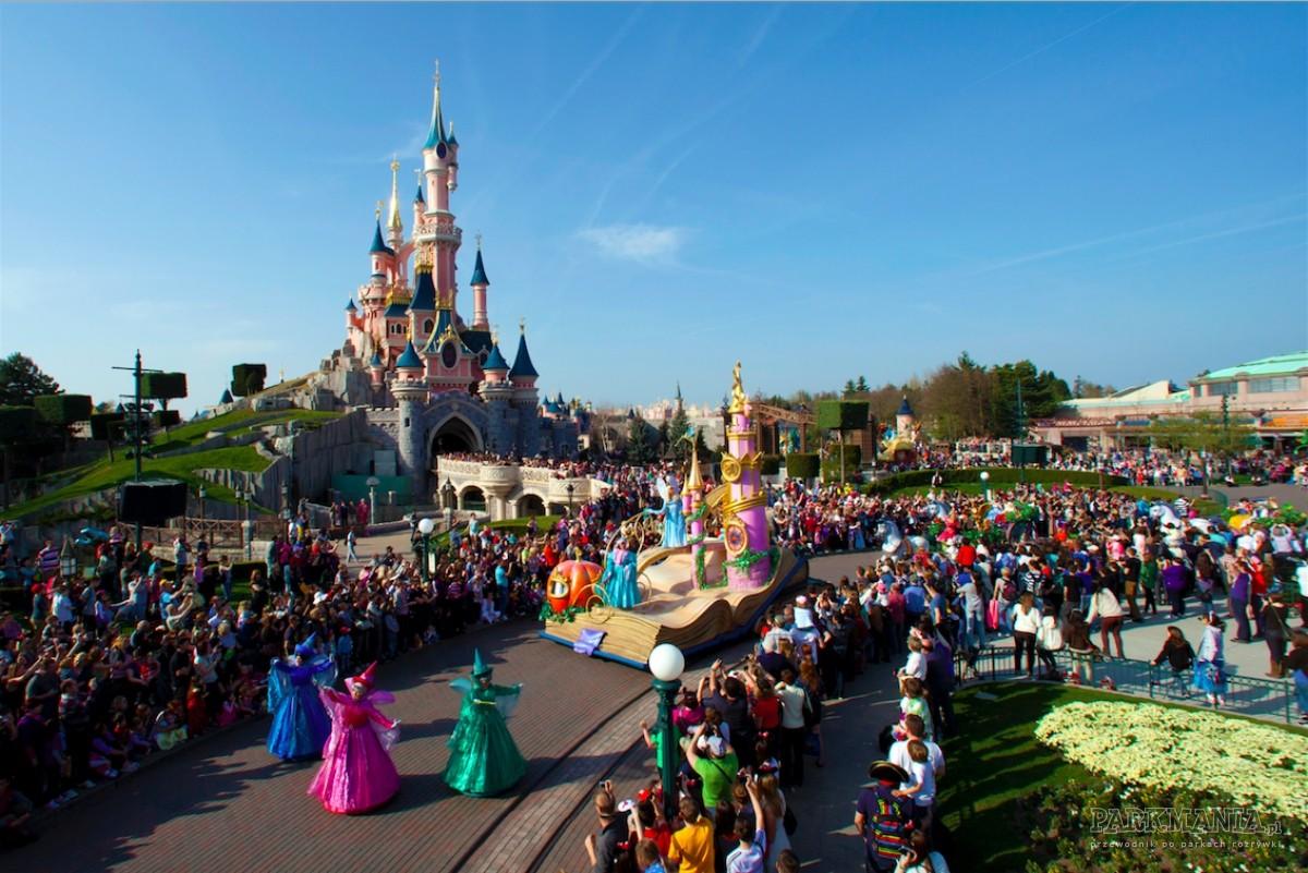 Jak tanio na własną rękę zorganizować wyjazd do Disneylandu – przeloty, noclegi i bilety wstępu