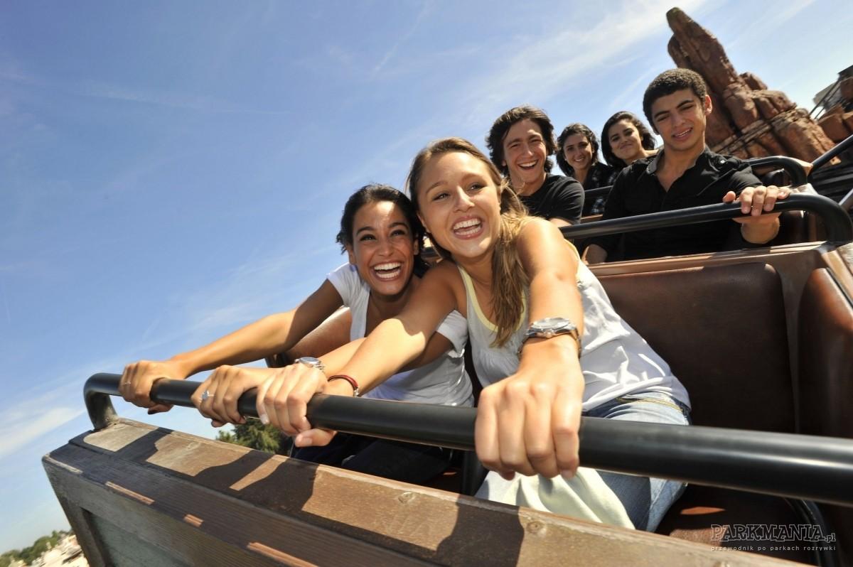 [WIDEO] Disneyland: co to jest FASTPASS® i czy jest on darmowy? Czym różni się od usługi SINGLE RIDER?