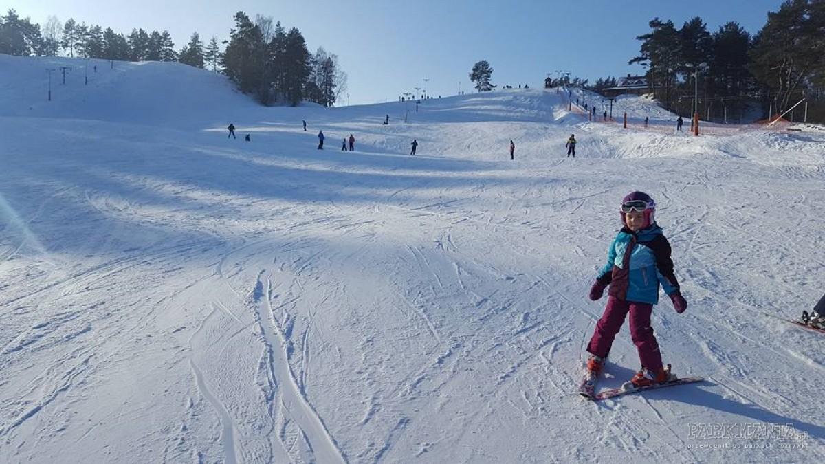 Ferie z dzieckiem na Mazurach – stoki narciarskie, zamki, parki rozrywki