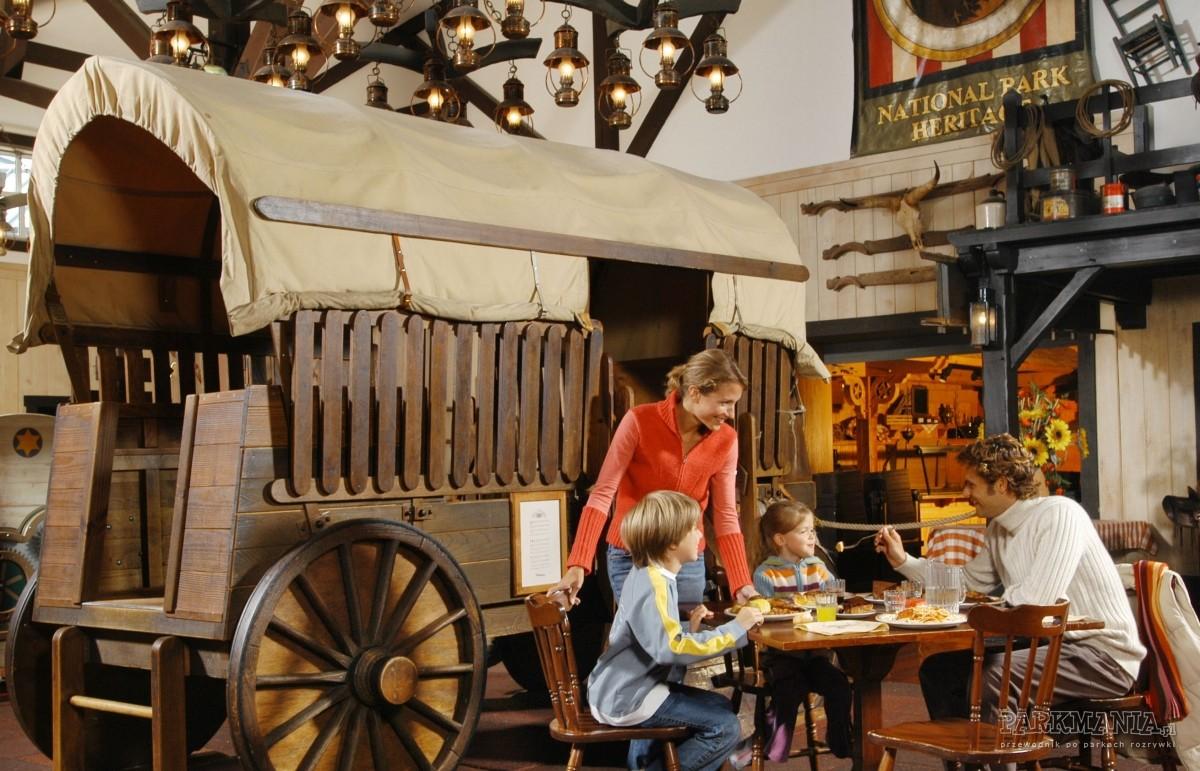 Restauracje w Disneylandzie (kategoria €€ i €€€) - restauracje bufetowe w hotelach Disneya