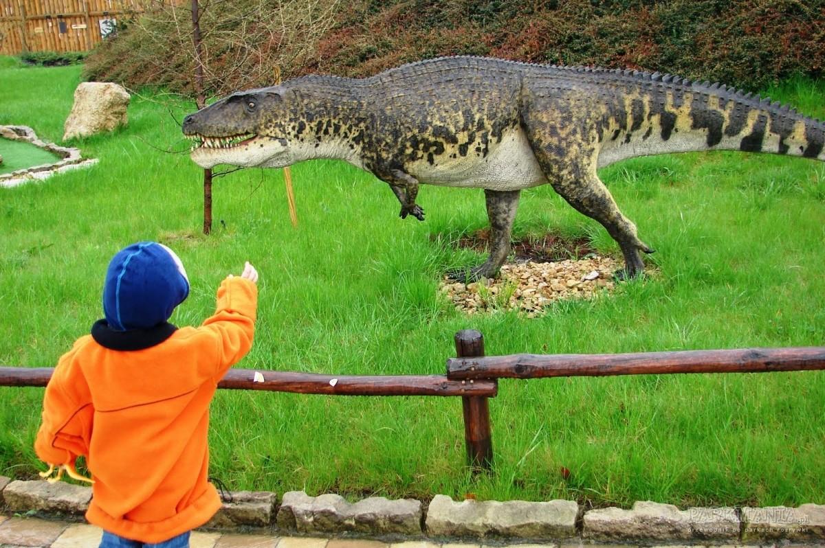 Rodzinna wycieczka do parku dinozaurów 'Dinolandia' w Inwałdzie